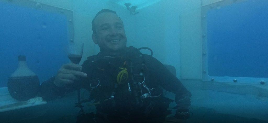 hef het glas onderwater